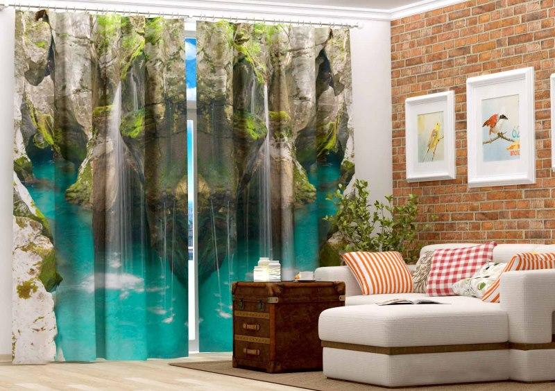 Красивые шторы с фотопечатью в зале с кирпичной стеной