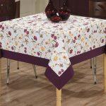 Скатерть с фиолетовой окантовкой для квадратного стола