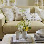 Спокойные тона для текстиля в светлой гостиной