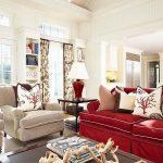 Стильные подушки для дивана в кухне-гостиной