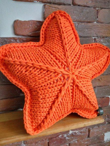 Оранжевая подушка звездочка