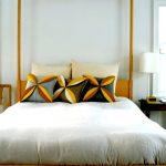 Такие подушки станут отличный украшением
