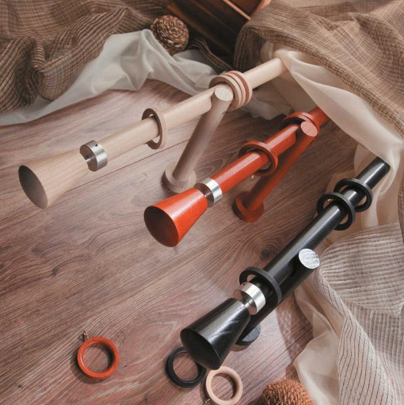 Три деревянных карниза настенного типа