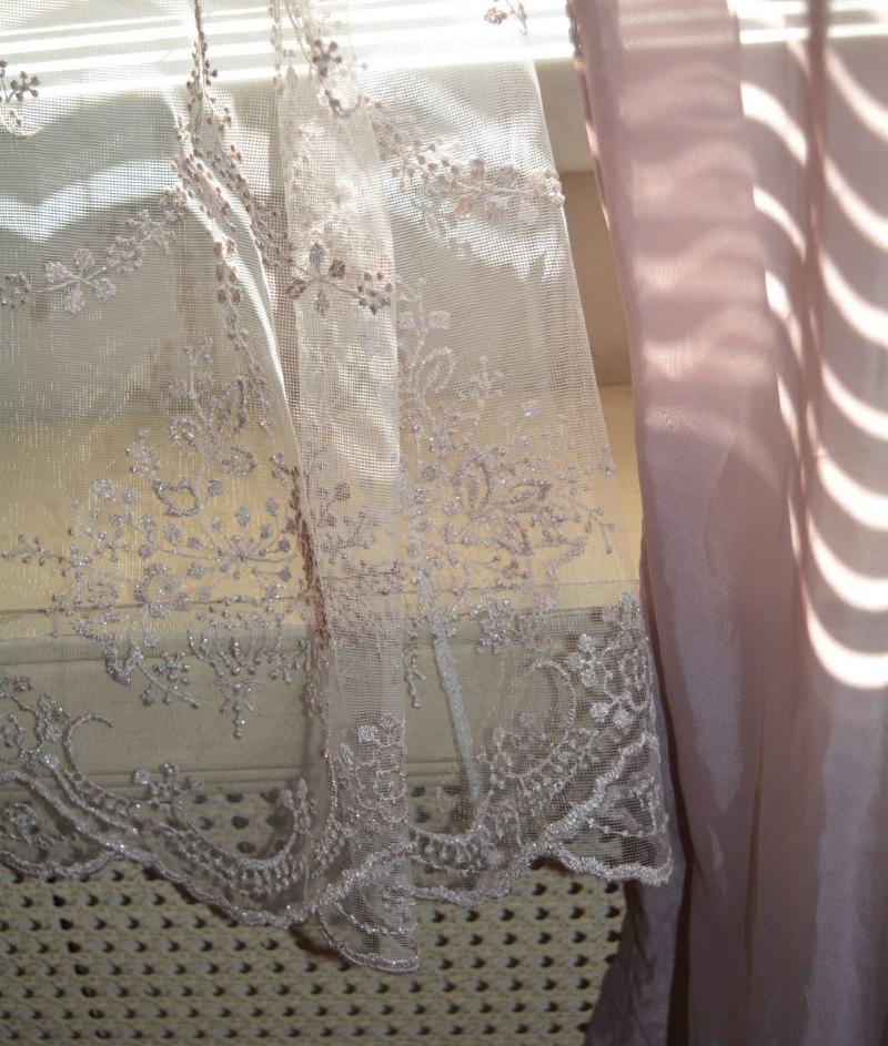 Ручная вышивка на полотне тюля