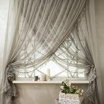 Декор окна модным тюлем
