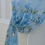Красивая тюль с цветами в голубых тонах