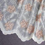 Красивое шитье на полотне тюля
