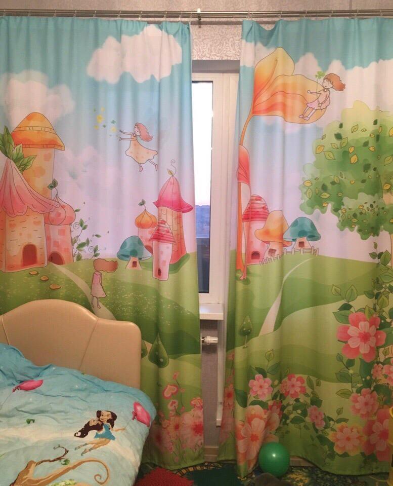 Сказочный сюжет на тюле в детской комнате