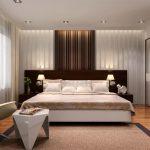 Двухспальная кровать в комнате супругов