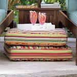 Удобные полосатые дачные подушки на полу