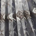 Разнотонный рисунок на полотне ткани из микросетки