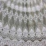 Кружевной орнамент на белом тюле