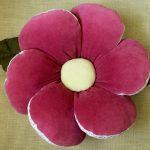 Яркая подушка-цветок из велюра