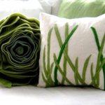 Зеленая подушка-цветок из плотной ткани