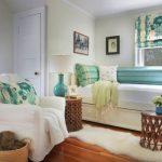Зеленые подушки в тон занавескам