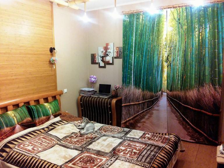 Бамбуковый лес на фотошторе в спальне