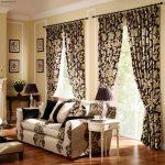 Бежево-черные шторы в тон мебели для окон с простенком