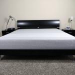 Цельный беспружинный матрас на двуспальную кровать