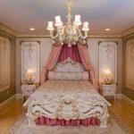 Цветочный ламбрекен с розовыми шторами для спальни