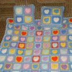 Детский плед с подушками из разноцветных ниток