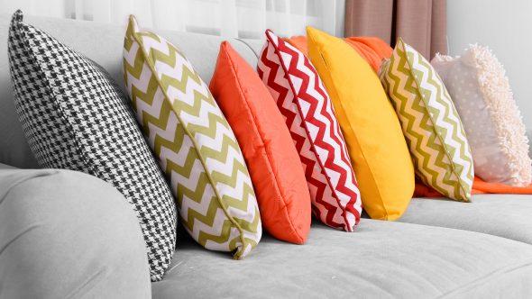 Диванные подушки по периметру дивана