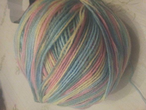 Разноцветные нитки для пледа
