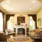 Дорогая мебель в гостиной классического стиля