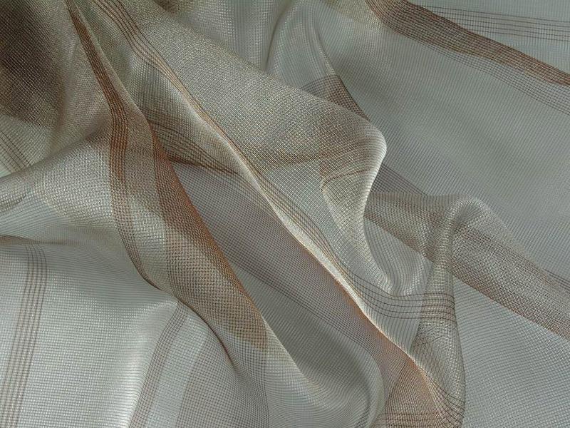 Фото тюля из капроновой сетки с нежным рисунком