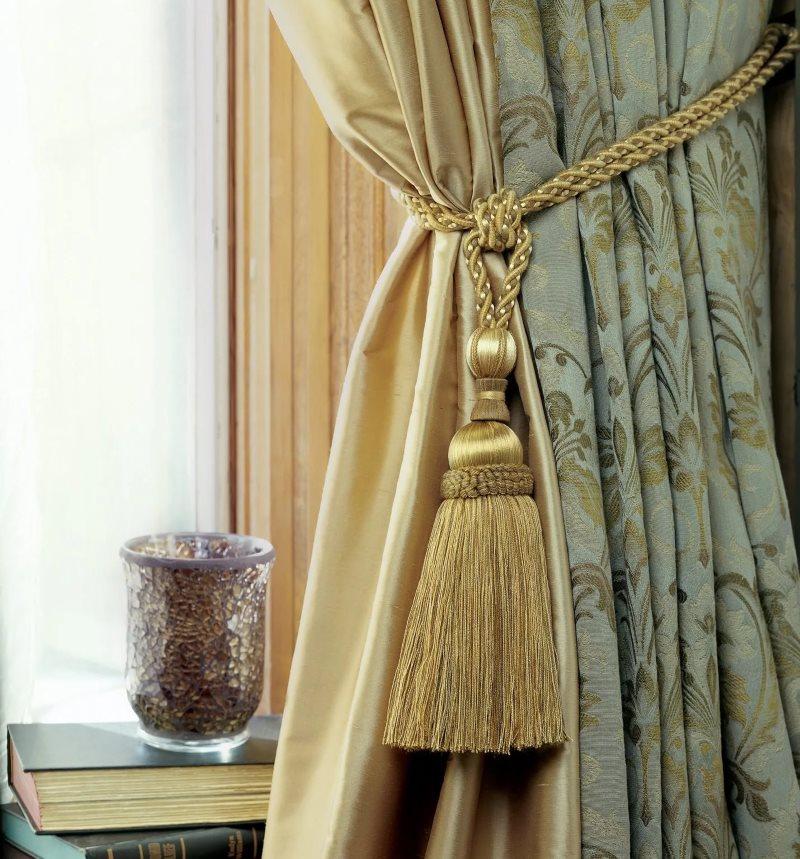 Декор шторы кистью на веревочке