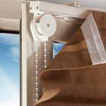 Коричневая рулонная штора на липучке