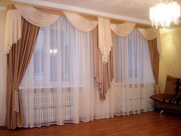 Красивый комплект штор на два окна