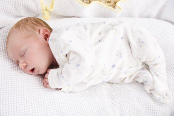 Малыш должен спать без подушки