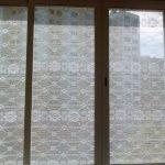 Декор тюлем окон на балконе
