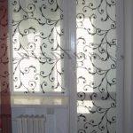 Декорирование тюлем балконной двери