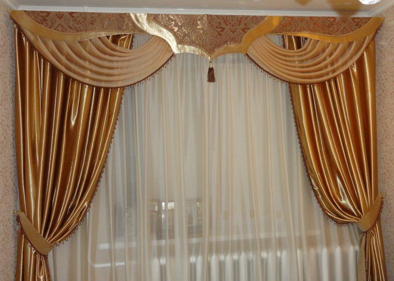 Портьеры с подхватом на карнизе с комбинированным ламбрекеном