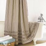 Тканевая штора в современной ванной