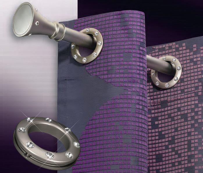 Люверсы с декором на фиолетовой шторе