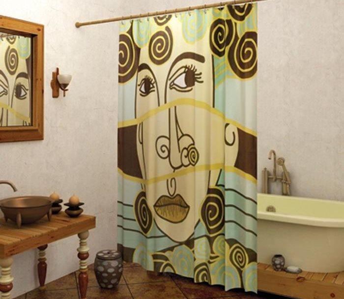 Оригинальный принт на шторе в ванной
