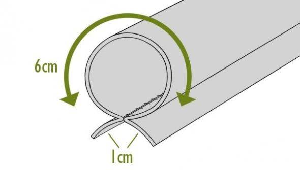Подворачиваем нижнюю часть шторы для планки