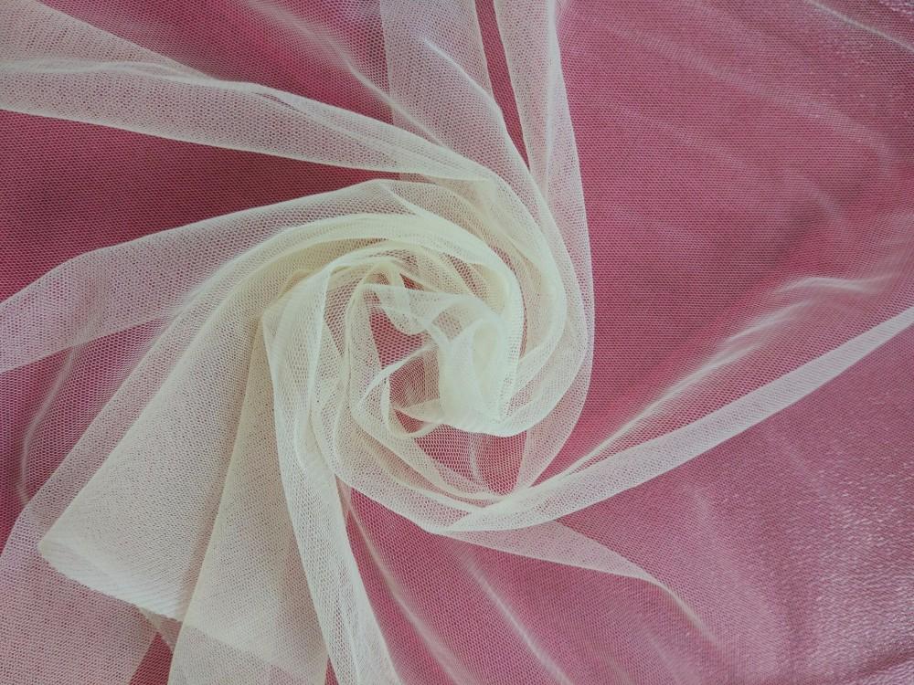 Пожелтевший тюль из тонкой капроновой ткани