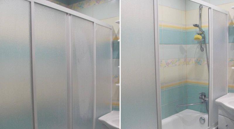 Пластиковая шторка с двумя раздвижными секциями