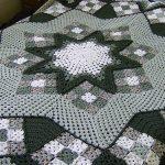 Серый плед из бабушкиных квадратов