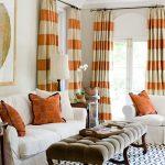 Горизонтальные полосы на шторах в гостиной