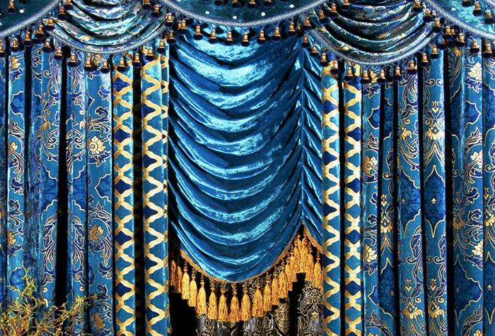 Сине-золотые шторы с шикарным ламбрекеном