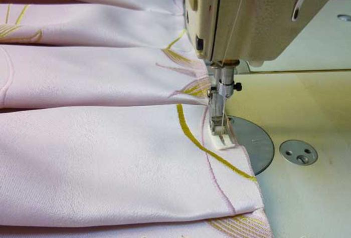 Подшивание тесьмы на штору со встречными складками