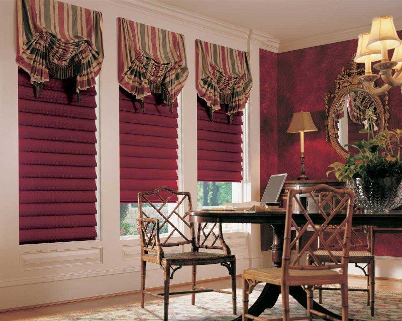 Комбинация римских и французских штор на окнах кабинета