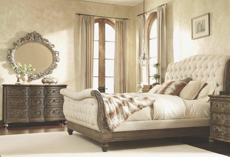 Шторы на круглом карнизе в спальне стиля барокко