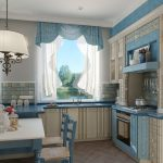 Светлые шторы на два окна для кухни