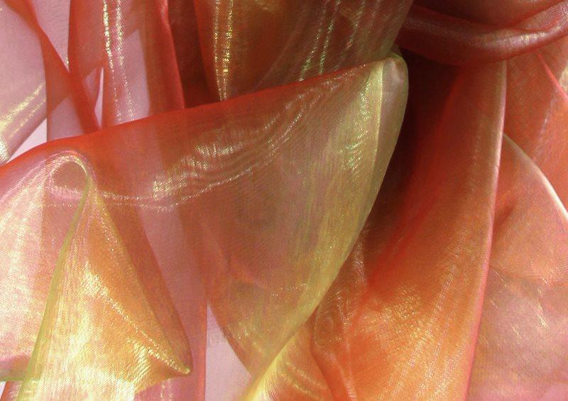 Переливы на цветном тюле из органзы