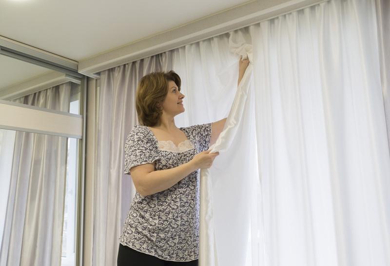 Глаженная тюль на окне настоящей домохозяйки